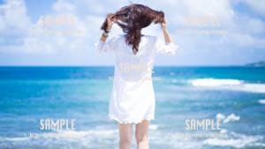 海で髪を触る美少女 写真素材