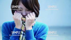 【パレットくもじ】 寒さをガマンする美少女 写真素材