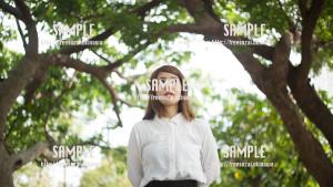 【希望の丘公園】森林と美女 写真素材