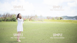 【西原マリンパーク】シャボン玉を飛ばす美少女 写真素材