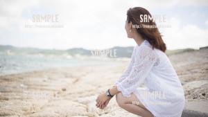 【西原マリンパーク】海を見つめる美少女 写真素材