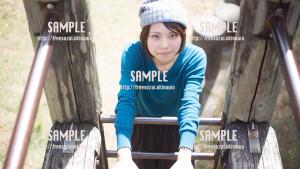 【緑ヶ丘公園】遊具で遊ぶ美少女2 写真素材