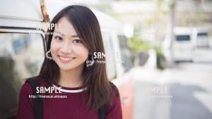 【港川】車のとなりで微笑む美少女 写真素材