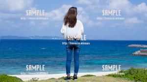 【久高島】青い海と女性 写真素材