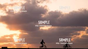【豊崎ビーチ】真っ赤な空をサイクリング 写真素材