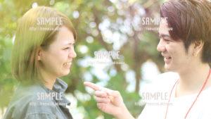 【沖縄】見つめあうカップル 写真素材