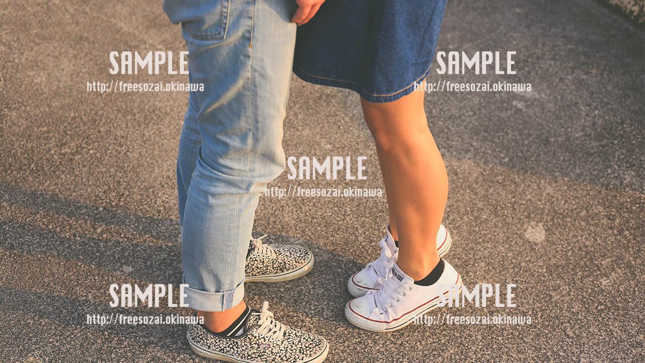 【沖縄】背伸びがかわいいカップル 写真素材