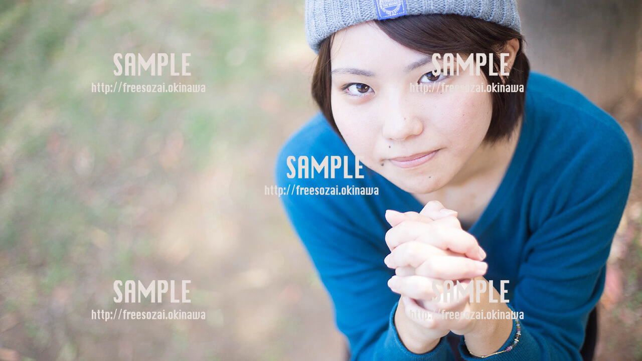 【西原マリンパーク】綺麗な海と美少女 写真素材