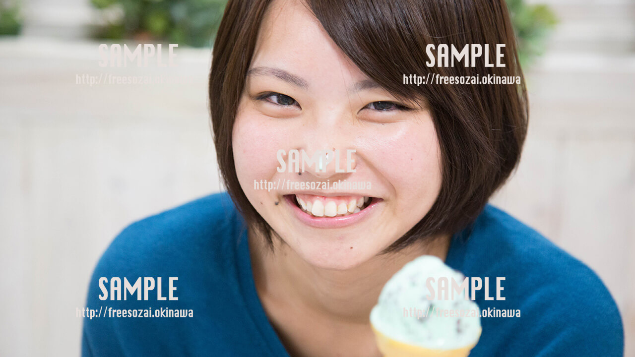 【ブルーシール】アイスが鼻についちゃった美少女 写真素材