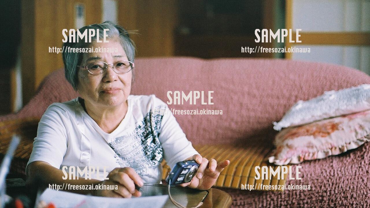 【おばぁの家】沖縄のおばぁ 写真素材