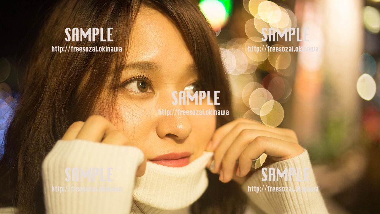 【北谷】考え事をする美少女 写真素材