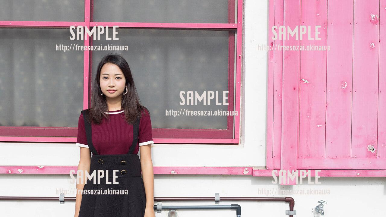 【港川】かわいい壁と美少女 写真素材