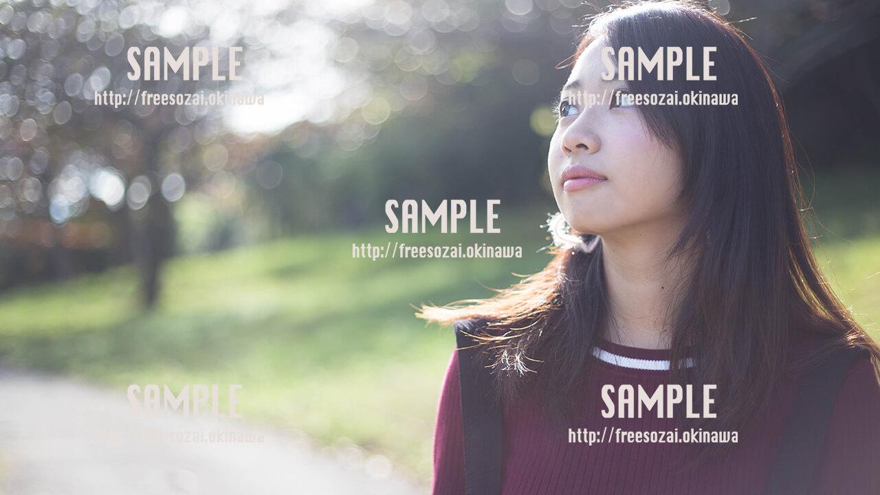 【浦添大公園】ふんわり美少女 写真素材