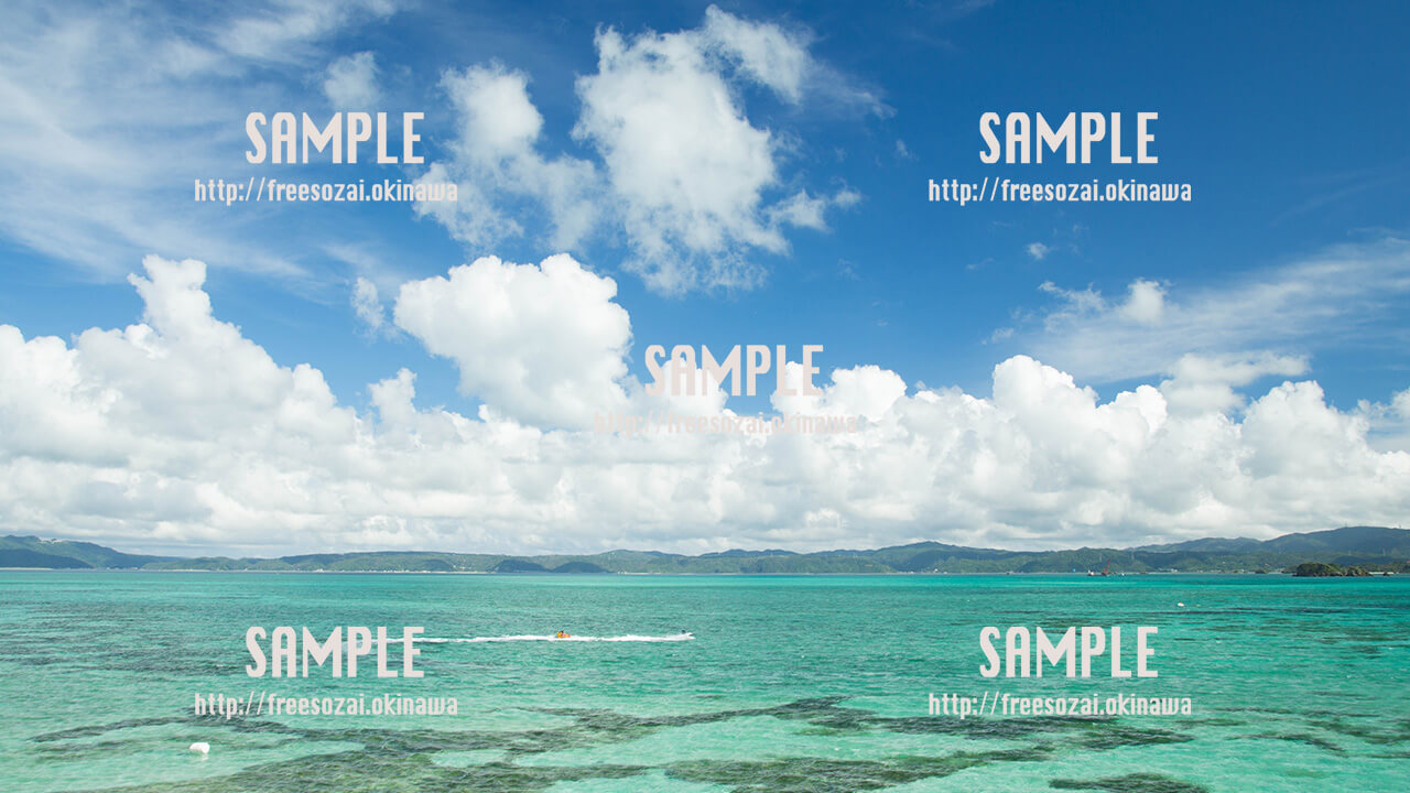 【久高島】海とハイビスカス 写真素材