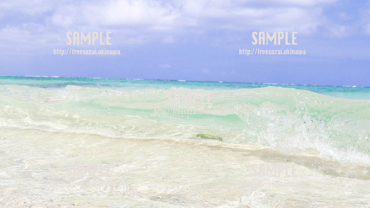 蒼く澄み渡る海 写真素材