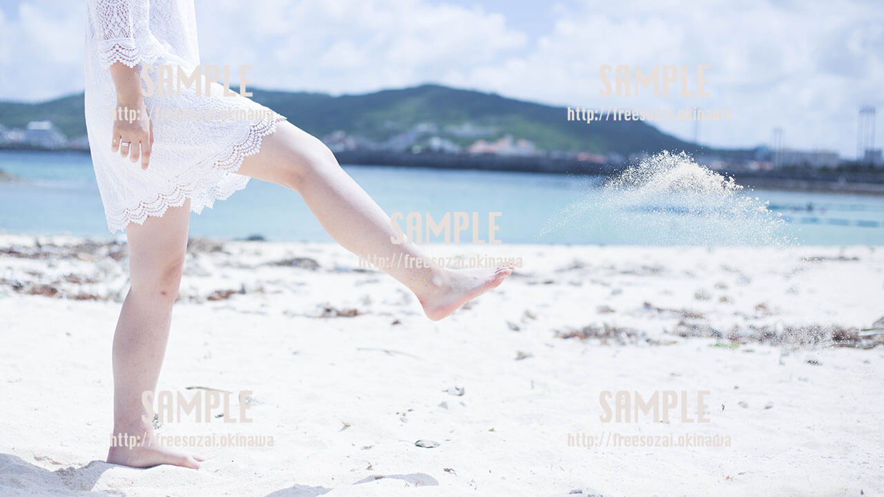 【きらきらビーチ】白い肌、綺麗な海 写真素材
