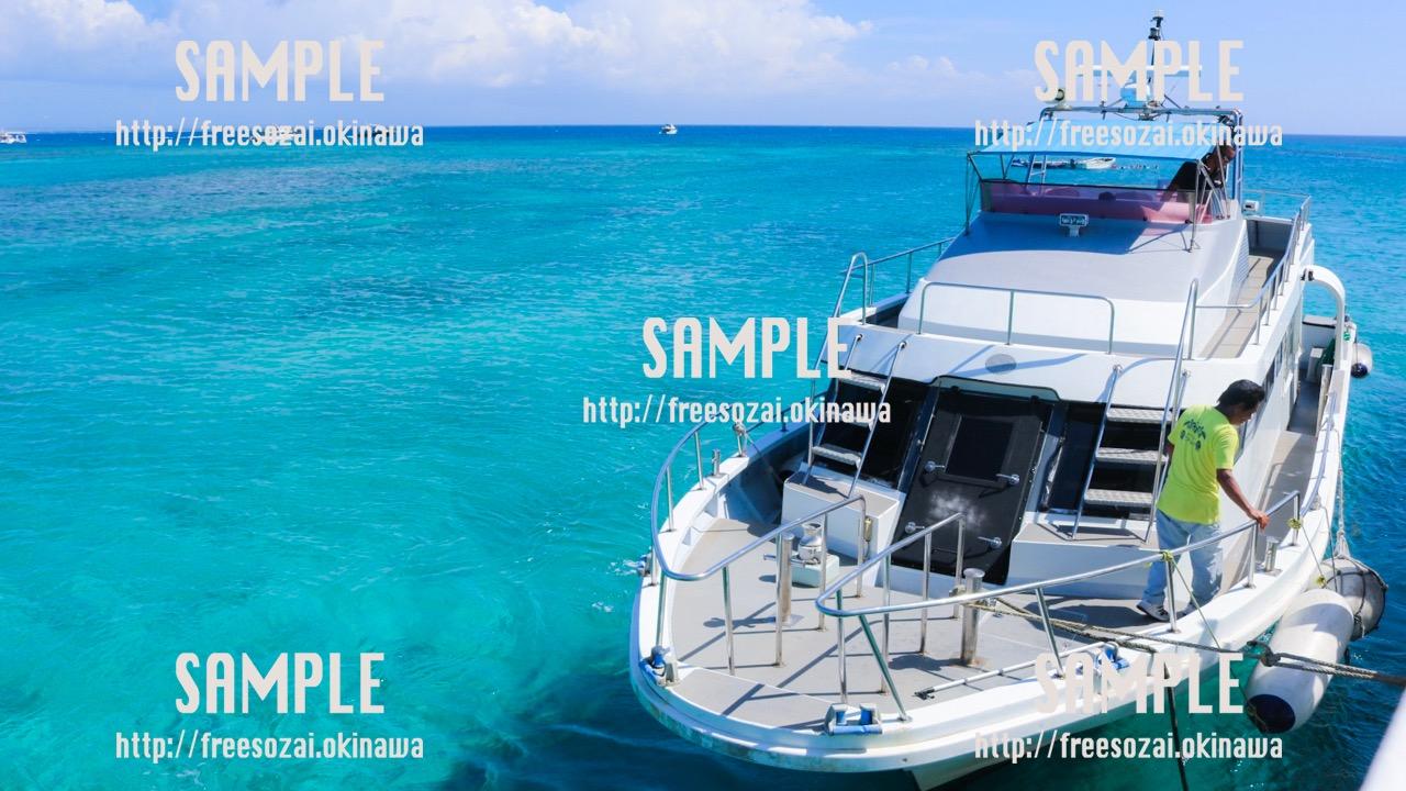 【沖縄】海とフェリー 写真素材