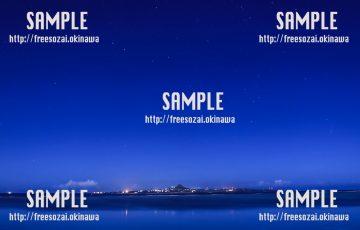 【沖縄】海ときれいな夜景 写真素材