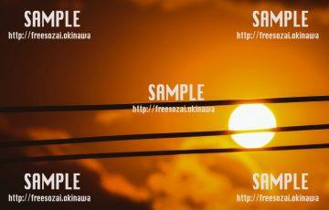 【沖縄】電線と沈む夕日 写真素材