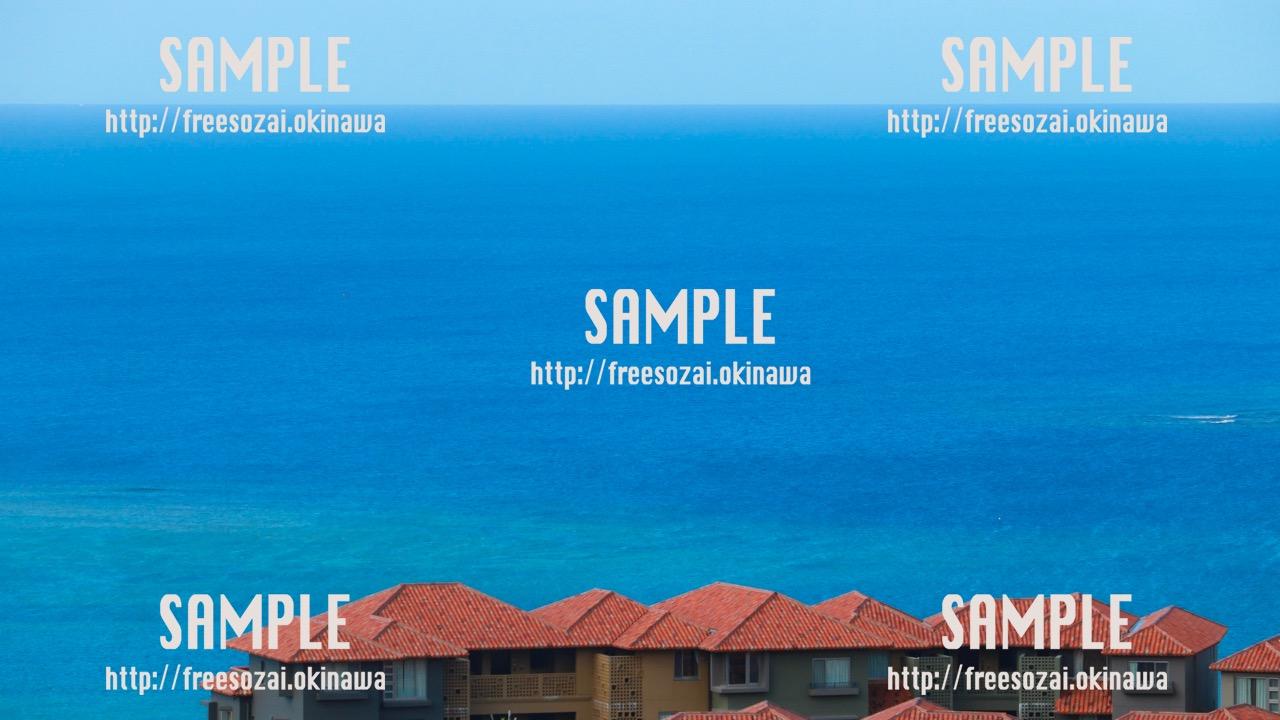 【沖縄】青い海と街写真素材