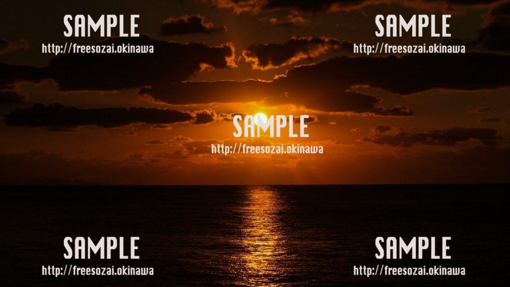 【沖縄】真っ赤な夕焼け 写真素材