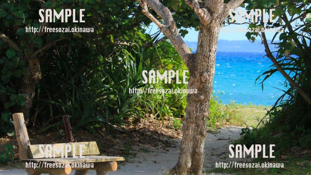 【沖縄】海の側の椅子 写真素材