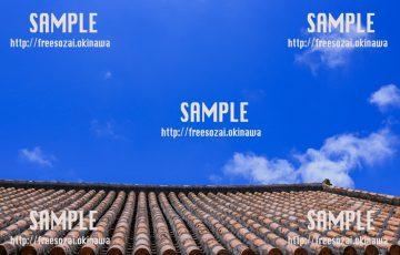 赤瓦屋根と青空 写真素材