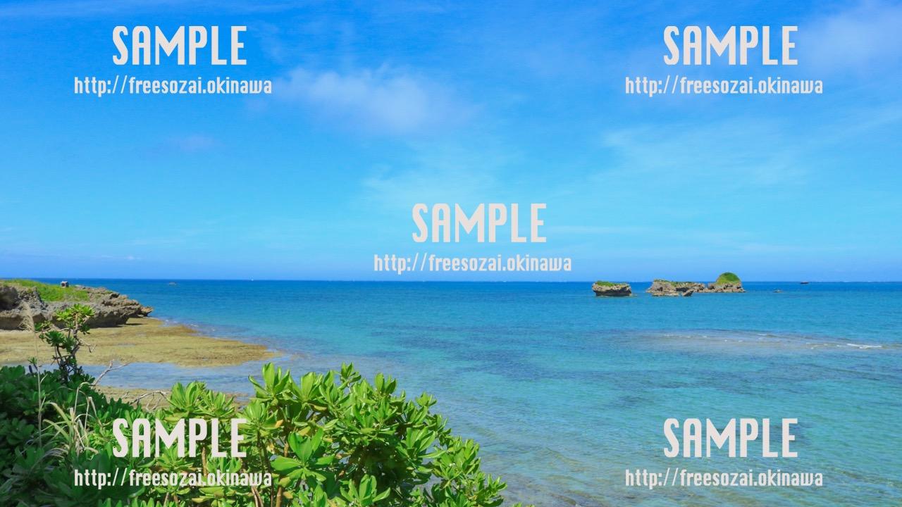青い海と孤島 写真素材